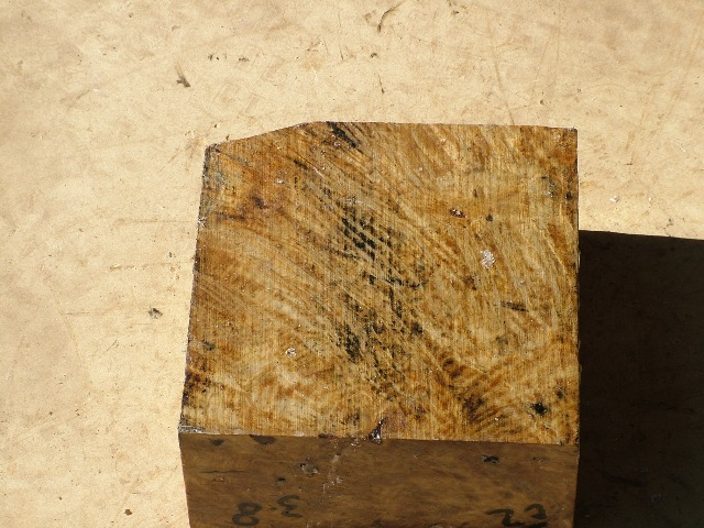 Euc Burl 7 x 7 x 3 (inches)